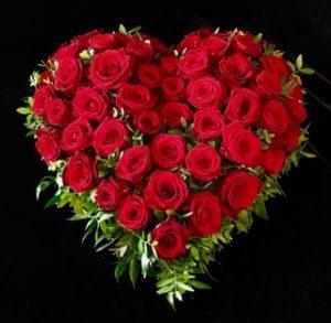Trauerherz mit roten Rosen Friedhof Inningen